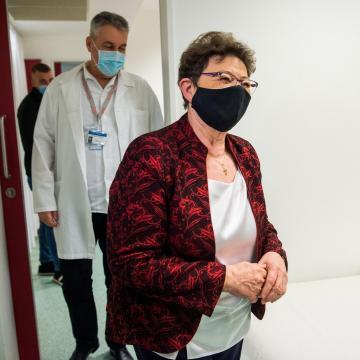 Országos tisztifőorvos: az oltásoknak is köszönhetően csökken a fertőzöttek száma