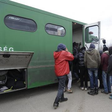 Több mint háromszáz határsértővel szemben intézkedtek a rendőrök a hétvégén