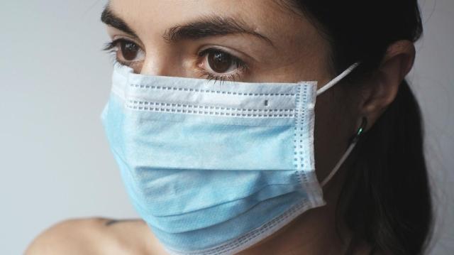 Több mint hatezer fertőzöttet kezelnek kórházban itthon