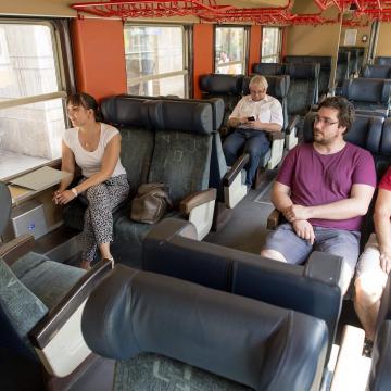 A magyar fiatalok 47 százaléka szívesen költözne az országon belül
