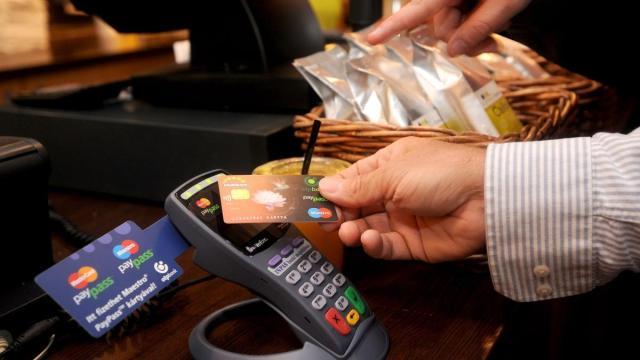 Banki adathalász csalókra figyelmeztet a rendőrség