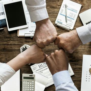 Cégvezetést támogató digitális technológiába fektetett a Széchenyi Alapok