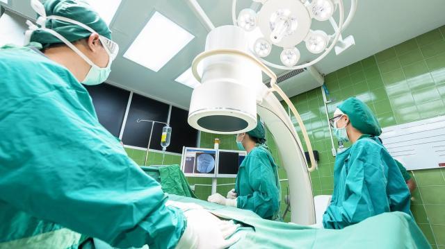 Egészségügyi csúcsprojekt indul Magyarországon a vágás nélküli műtéti módszerek alkalmazására a rákgyógyításban