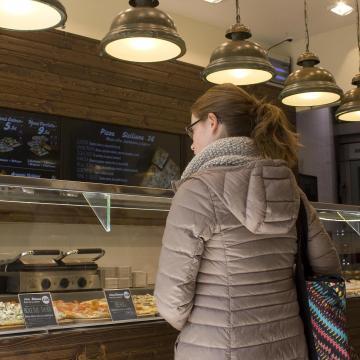 Egy év múlva bírságolható lesz a magyar vásárlók hátrányos megkülönböztetése