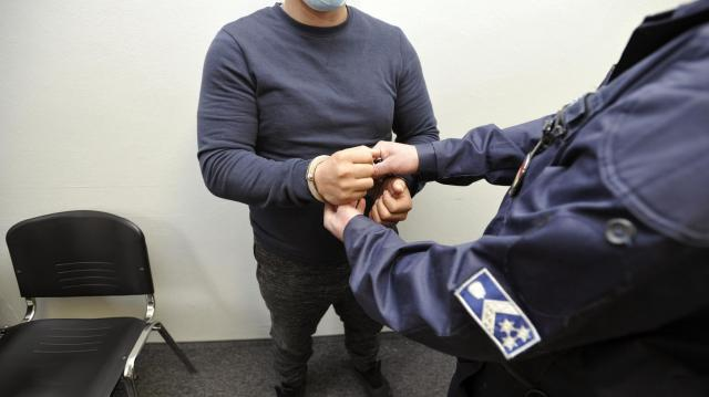 Hét év fegyházat kapott egy budapesti férfi, aki debreceni idősektől csalt ki pénzt