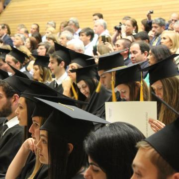 Nyelvvizsga nélkül is átvehető a diploma