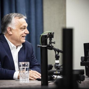 Orbán Viktor: Nem kell többet maszkot viselni az utcán