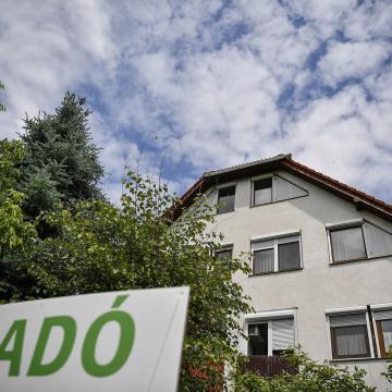 Tisztességtelen ingatlanközvetítői szerződést támadott meg az ügyészség