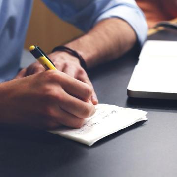 Tízezrek elhelyezkedését segítheti a kibővített Vállalatok munkaerő támogatása program