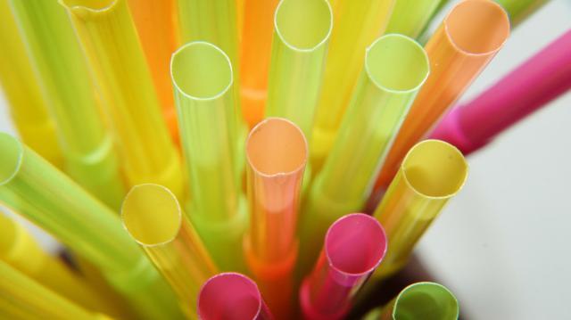 Júliustól búcsút inthetünk az egyszer használatos műanyag eszközöknek