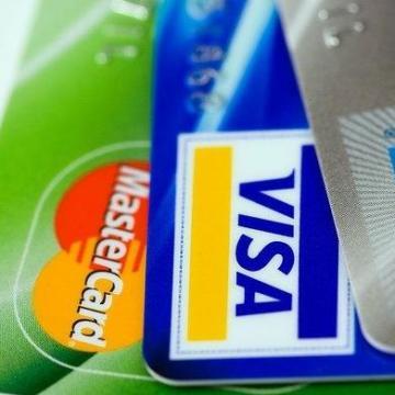 Újrahasznosított műanyagból készült bankkártyát tesztel OTP
