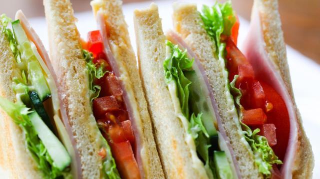 Az ökumenikus segélyszervezetnek adták az augusztus 20-i rendezvényekről megmaradt szendvicseket