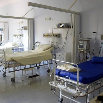 Többségében oltatlan, idős emberek kerülnek kórházba